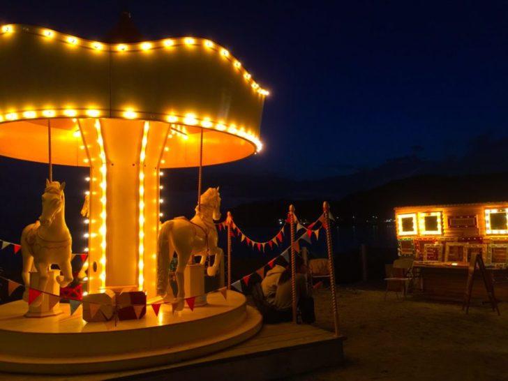 メリーゴーランド 海岸 夜景