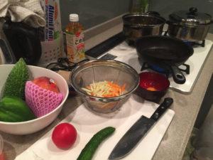 野菜、ボール、フライパン