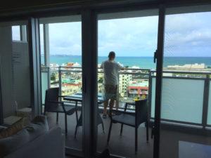 テラス、海の見えるマンション