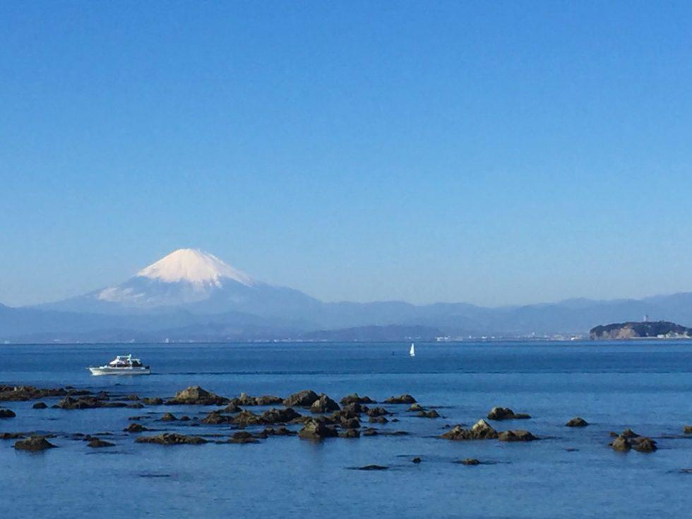 富士山、江ノ島、海越し