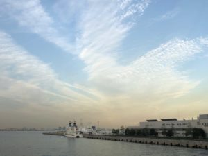 空、雲、海辺