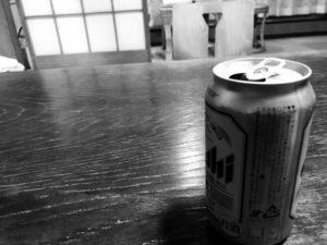ビール 缶 和室