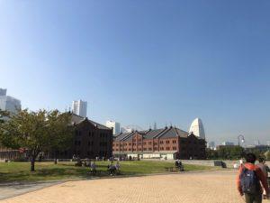 公園、広場、赤レンガ